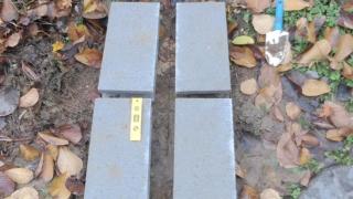 水平に重量ブロックを設置