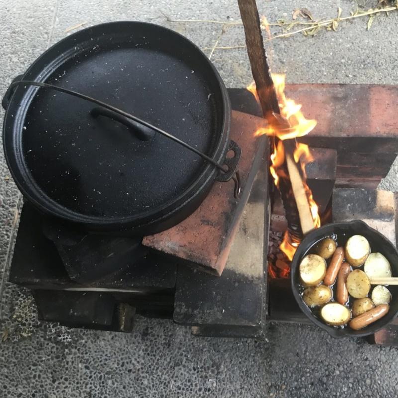 ダッチオーブンとロケットストーブ料理